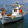 Fiskebåt i hamnen i Limenas