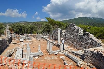 Arkeologisk utgrävning och uppbyggnad av två kristna kyrkor