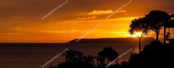 Sunset over Mana Island (2)