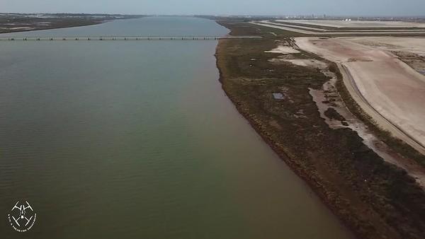 Greenpeace y Mesa de la Ría difunden nuevas imágenes aéreas que confirman las filtraciones de fosfoyesos a la ría de Huelva tras los temporales