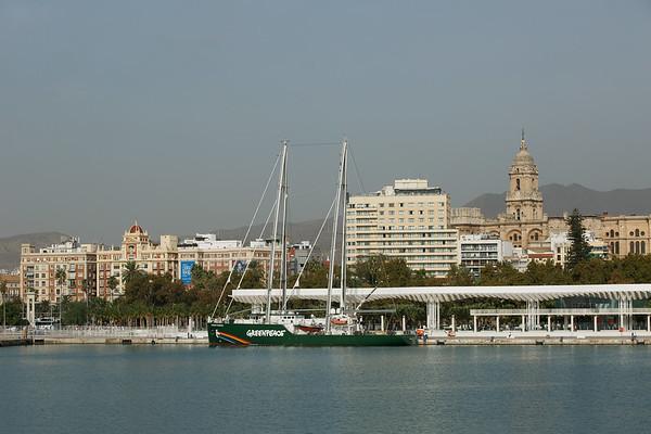 Open boat del barco Rainbow Warrior de Greenpeace en Málaga