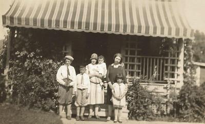 Warren Boye, Alma, Betty, Girlie and Jean