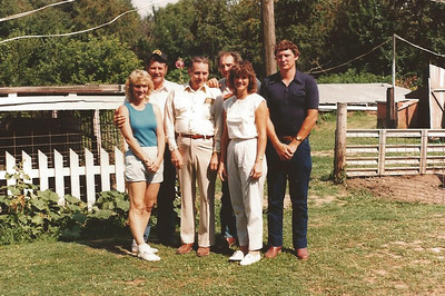 Sharon, Bill, Viney, Larry, Joyce and Dan Schleyhahn