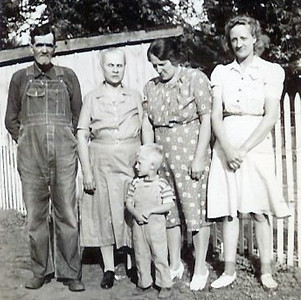 DotAndJohnWithGrandparents