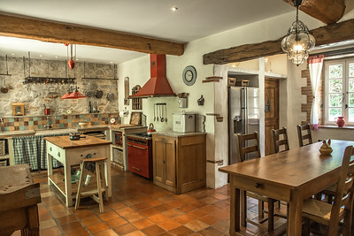 Spacious well-equipped country  kitchen
