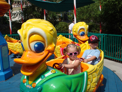 Sydney and Zane cruzing in the ducks, Syd's favorite ride at Dollywood