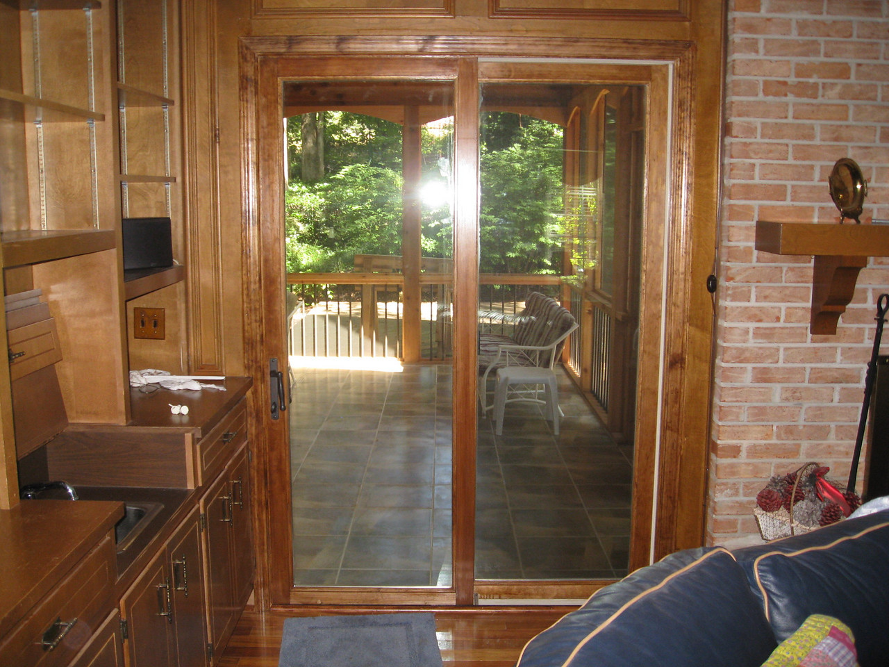 AFTER WITH NEW SLIDING DOOR