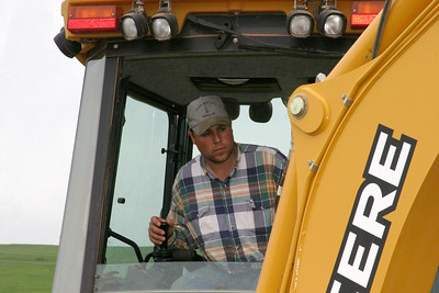 2007.6.6: Lee made quick work of the job with the backhoe/front-end loader, a push-me, pull-you kinda outfit.