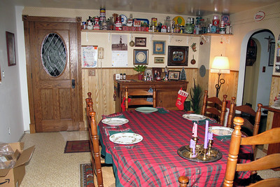 2009.1.1:  The new kitchen is fully functional, and we are enjoying have a dining room!