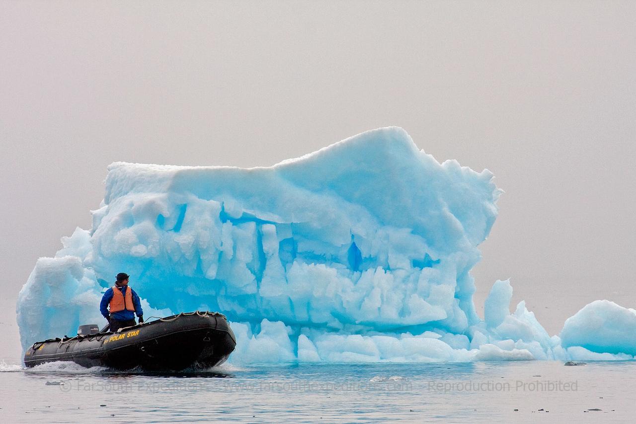 "Zodiac cruising at Brown Bluff, Antarctic Peninsula © Claudio F. Vidal, FS Expeditions -  <a href=""http://www.fsexpeditions.com"">http://www.fsexpeditions.com</a>"