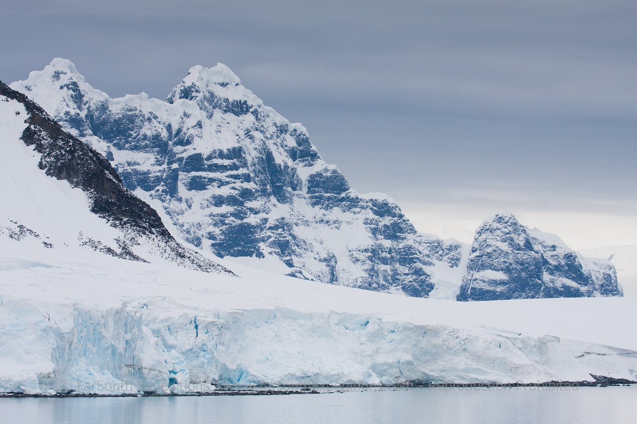 Western Antarctic Peninsula © Claudio F. Vidal%2