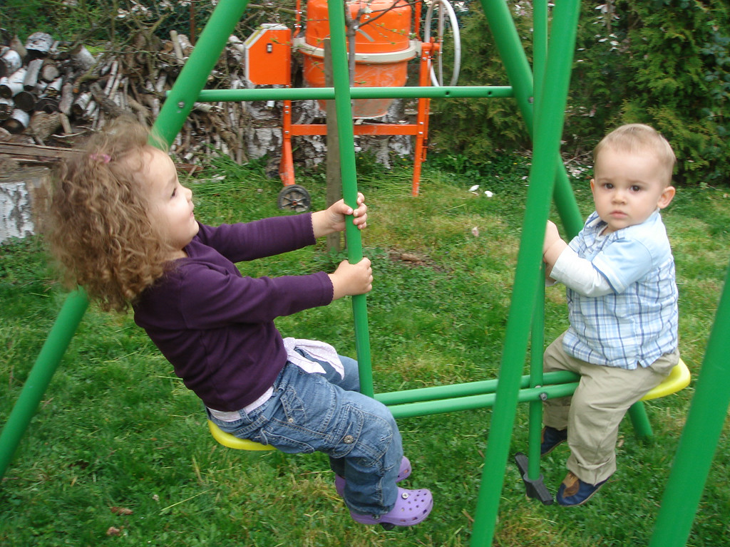Jack & Kaili had great fun on the swing together.