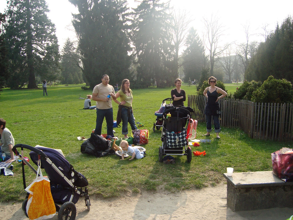 Marcel, Rhonda, Charlotte, Jayne & Danny enjoying Sunday afternoon in the park