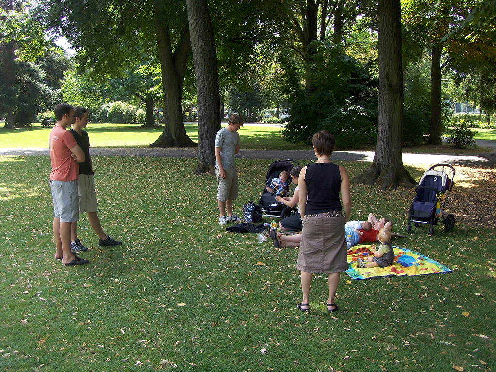 This is a typical Saturday morning in Schutzenmattpark with the Halls (Fraser, Charlotte, Findlay & Jake) and the Morris' (Rowan, Jayne, Joshua & Olly). Good times!