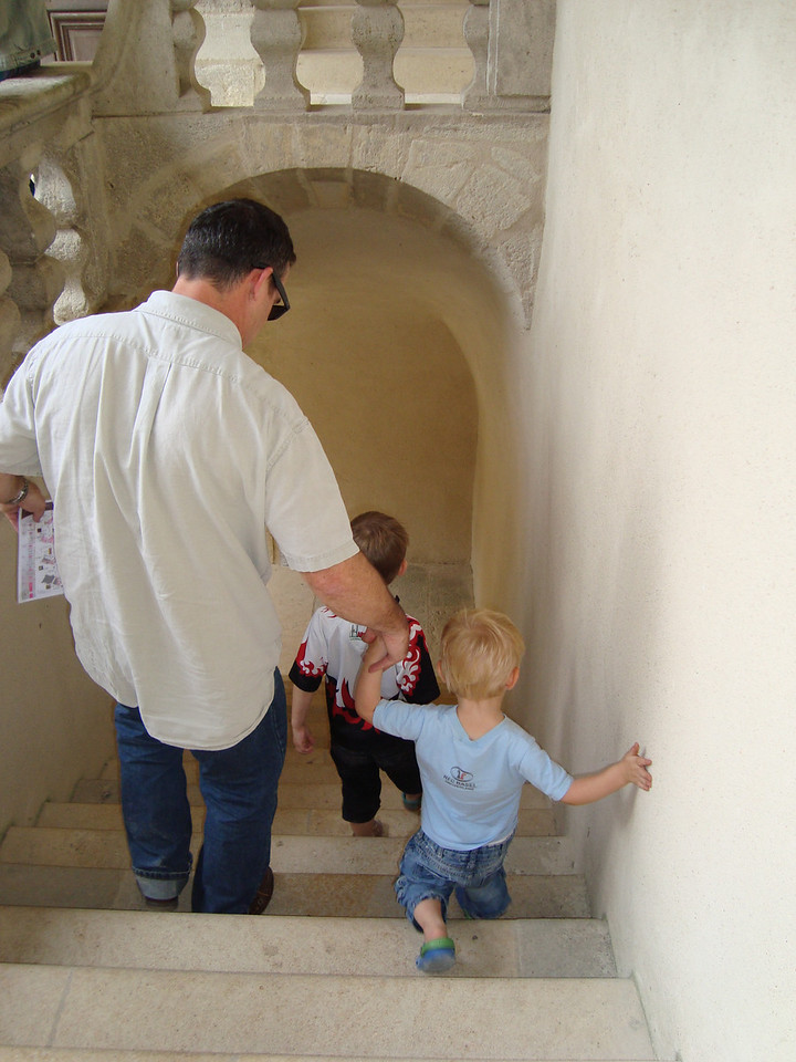 034 Exploring the Castle