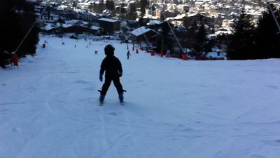 Jack bombing down the bigger of the 2 green pistes & Les Planards (small file)