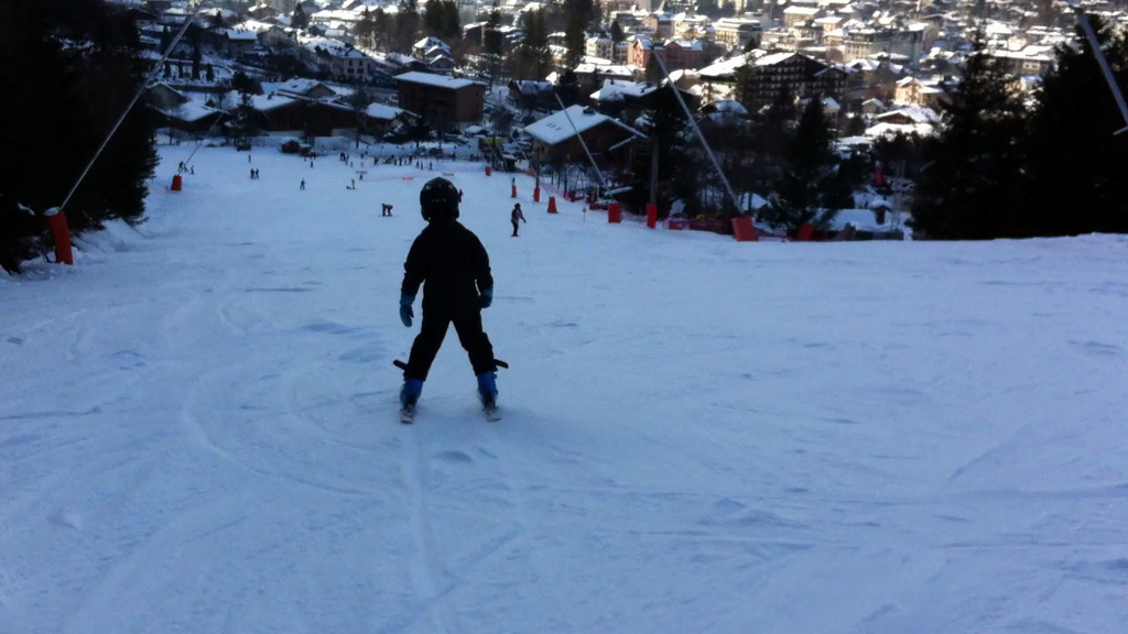 Jack bombing down the bigger of the 2 green pistes & Les Planards