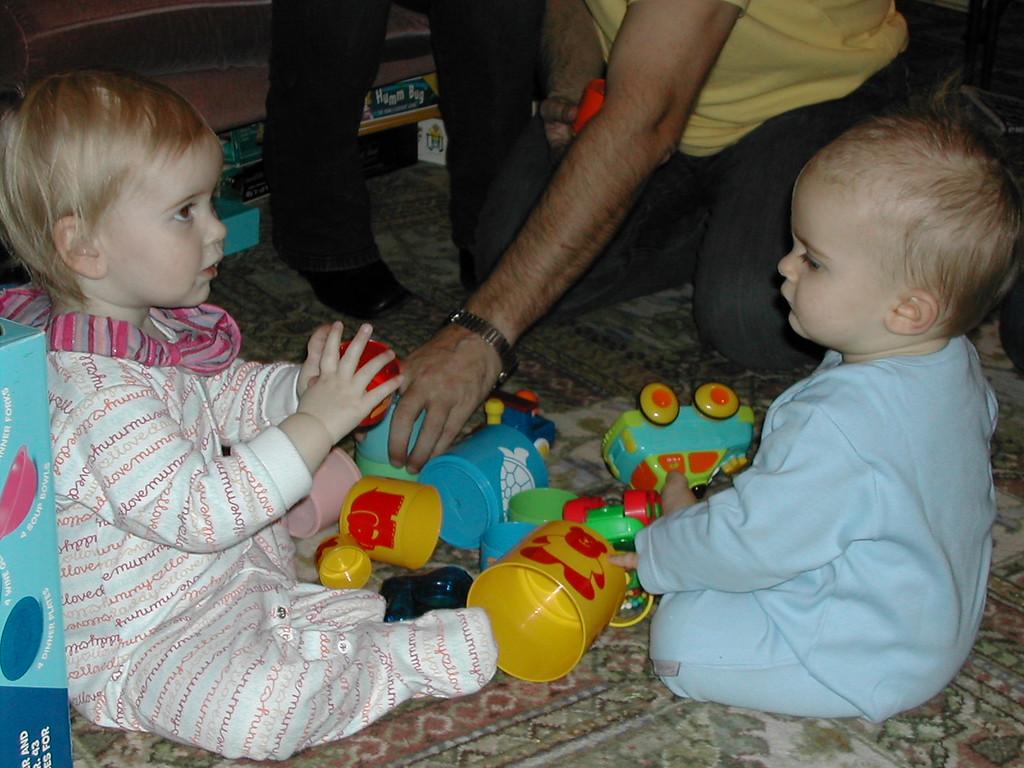 041 Izzy & Jack Playing