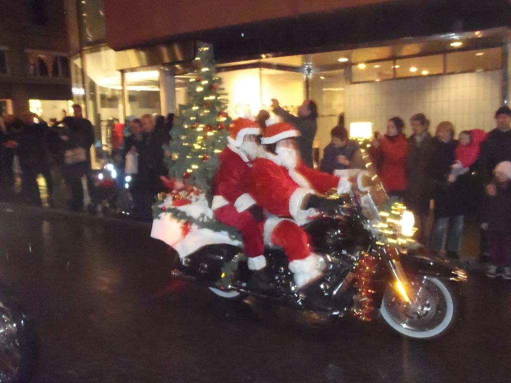 037 Santas on Harleys