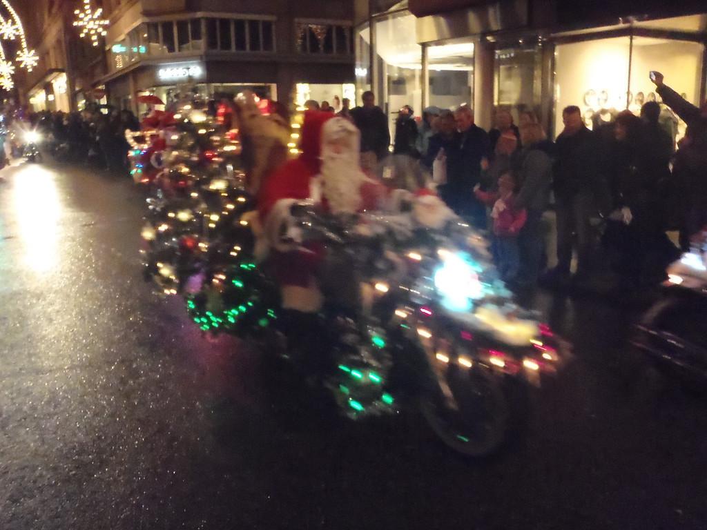 040 Santas on Harleys