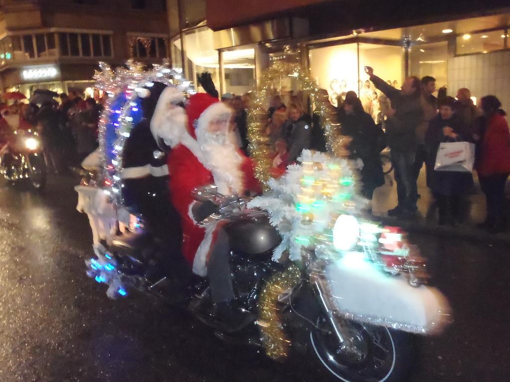 041 Santas on Harleys