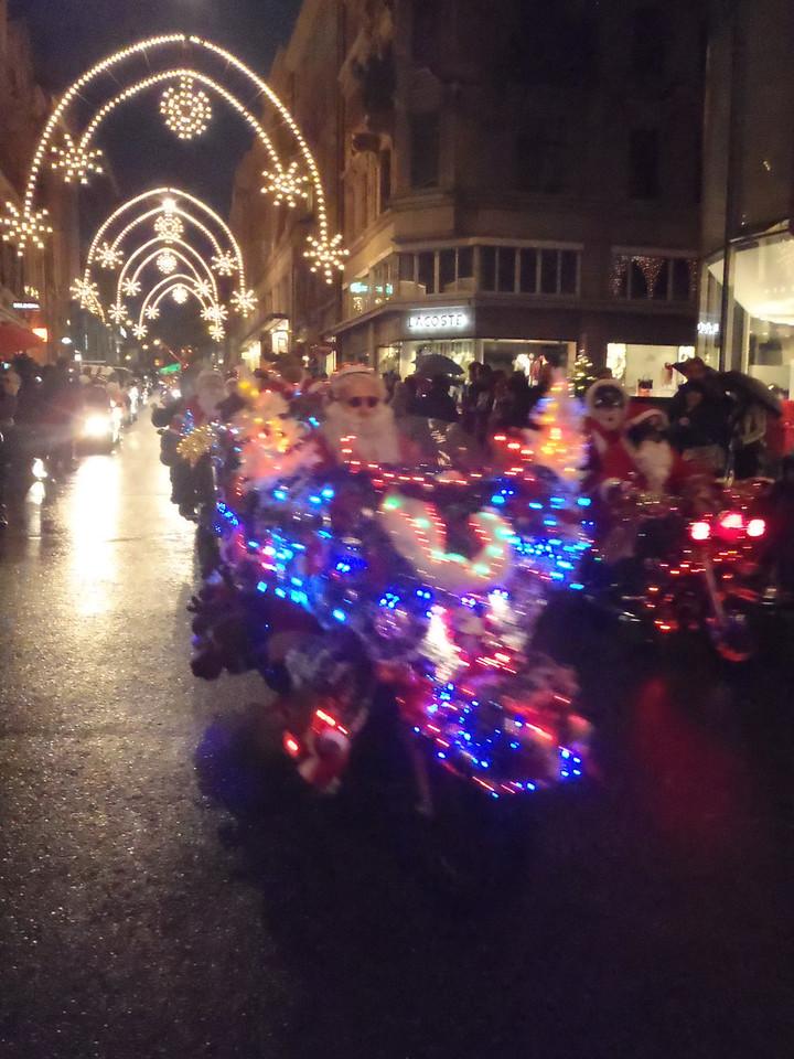 035 Santas on Harleys