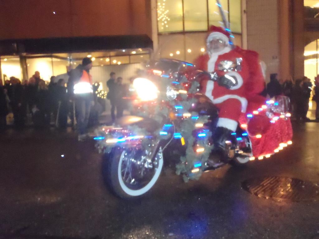 033 Santas on Harleys