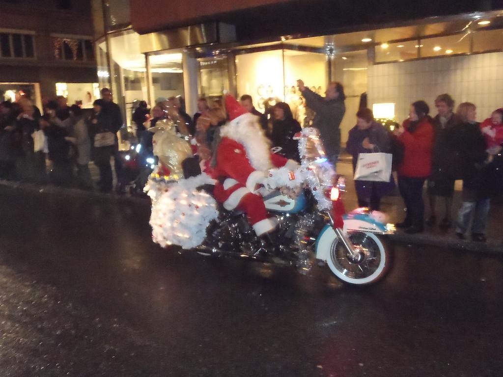 038 Santas on Harleys
