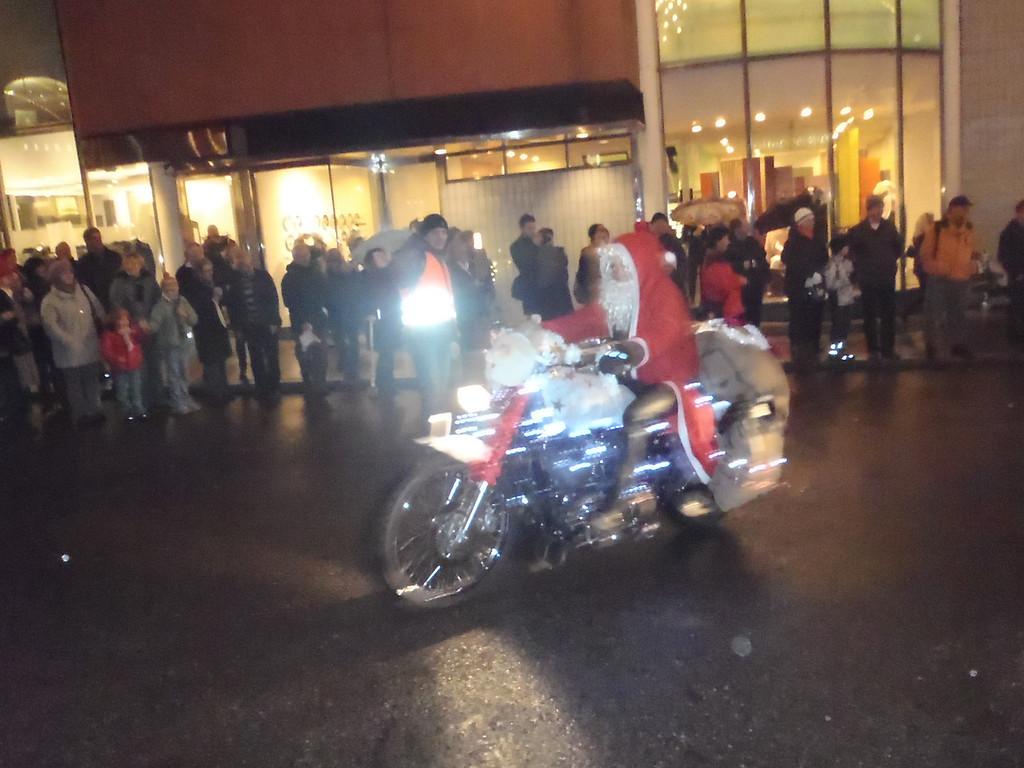 032 Santas on Harleys