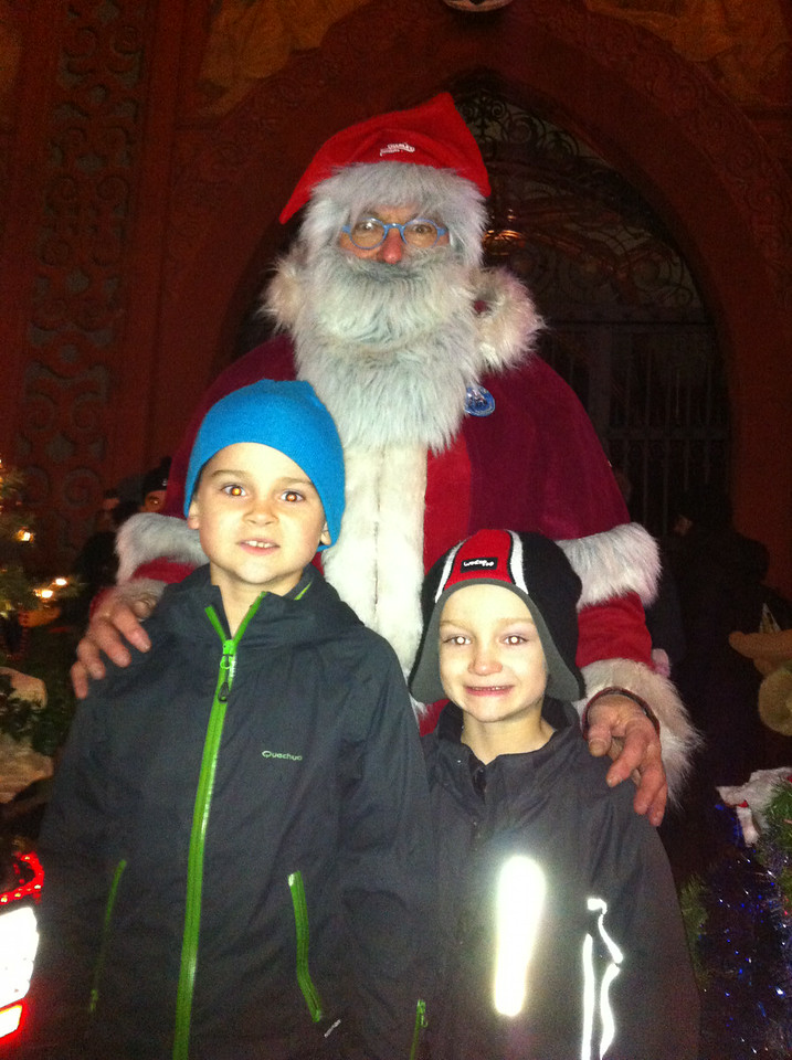 This time, for the first time, we went down to Marktplatz at the end to meet the Santas ...