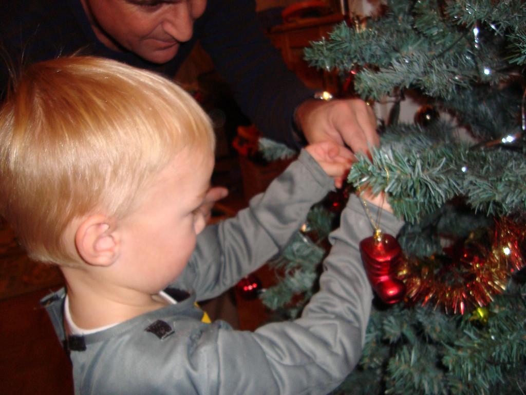 007 Decorating the Tree