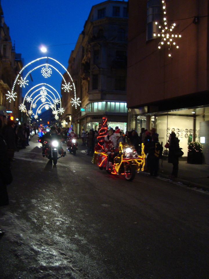 Santas on Harleys - it does exactly what it says on the tin - a shedload of Harley-riders decorate their bikes, dress-up as Santa & parade through Basel - it's way cool!