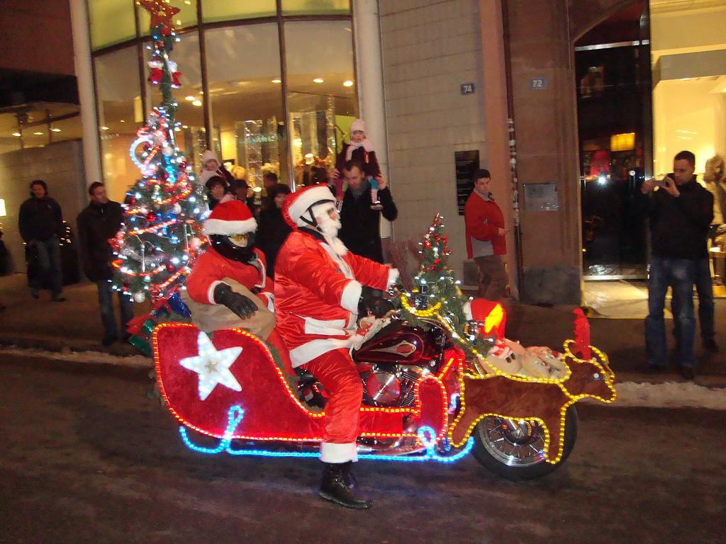 027 Santas on Harleys