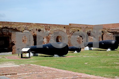 Ft. Sumter cannons - huge!