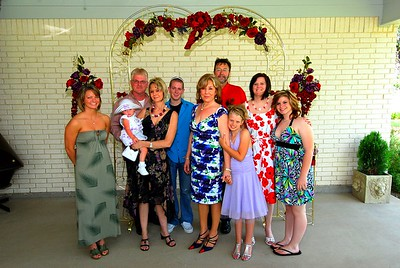 L to R:  Crystal Richardson (Linda's niece), Sonny Richardson, Allysa, Tammy Richardson (Linda's sister), Dylan Richardson (Linda's nephew), Linda, Bill, Ashlee, Chenoa and Kimmie.
