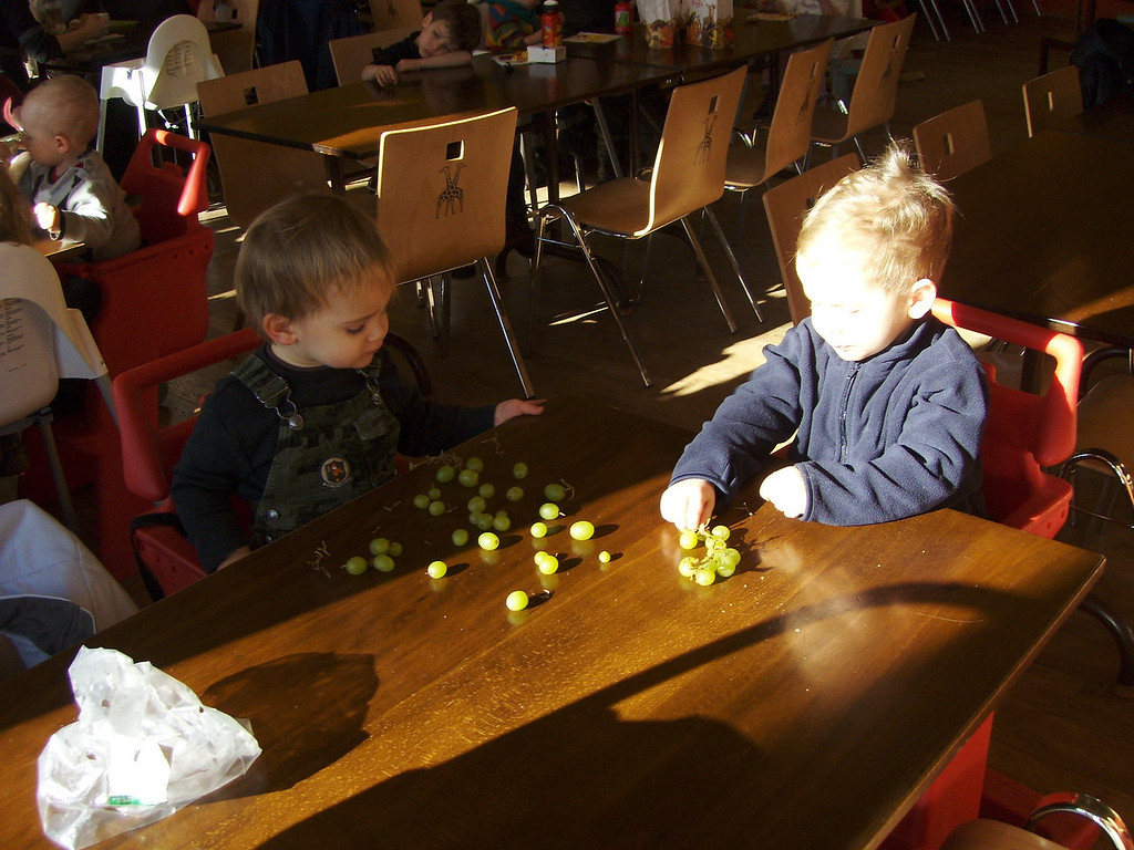 Jack & Findlay sharing some grapes before lunch