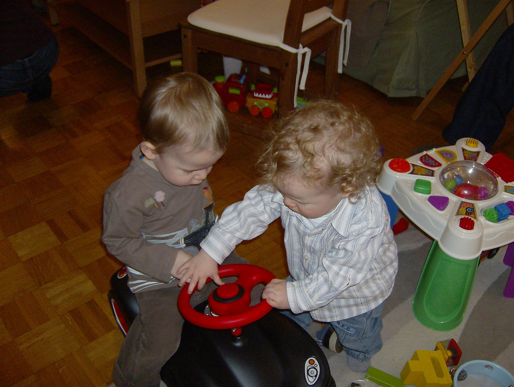 Findlay & Jamie figuring out the horn on the Bobby Car