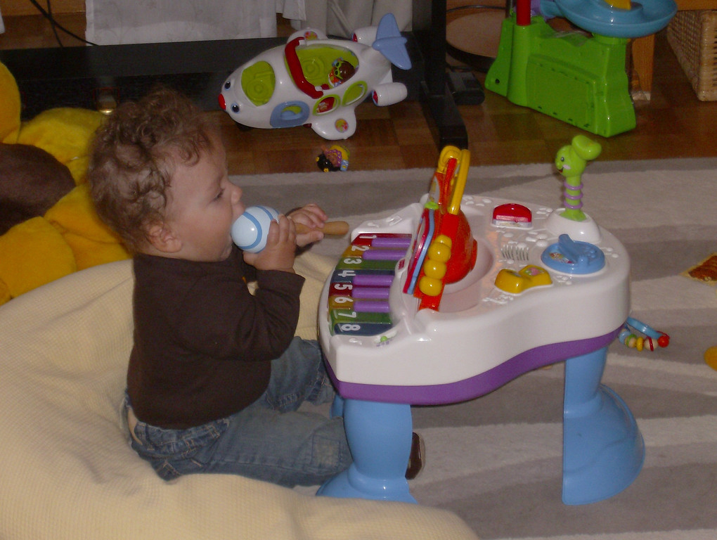 Cullen sat happily and played the piano and maracas whilst we all pigged out on Dominos.