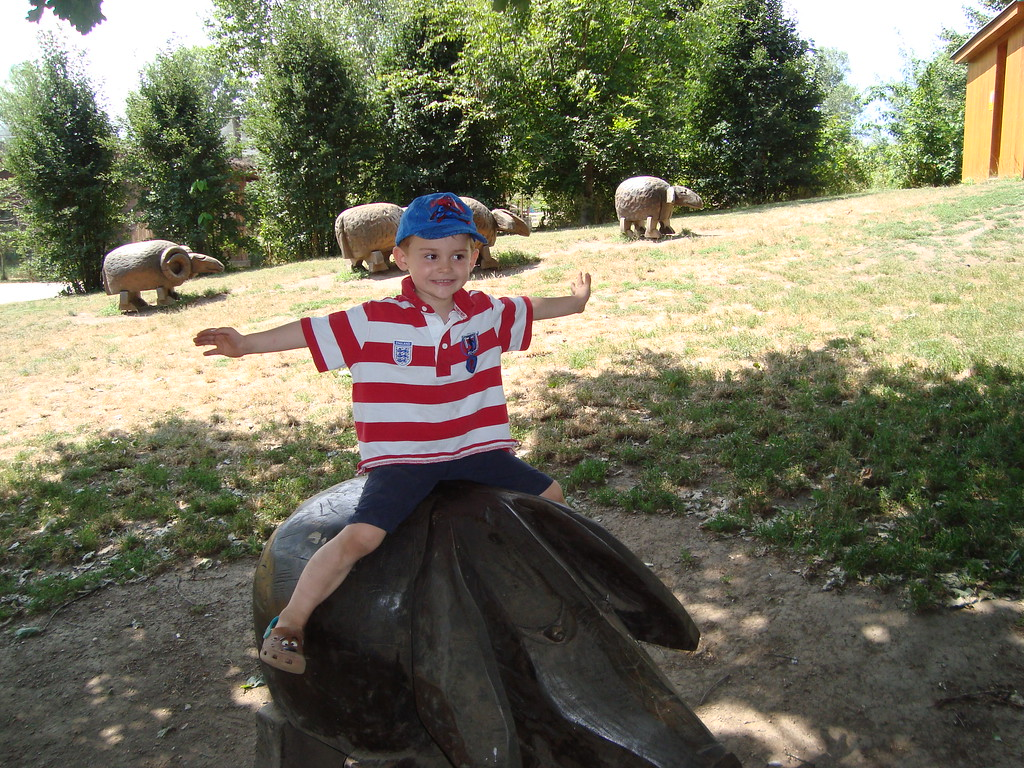 097 Jack riding a piggie