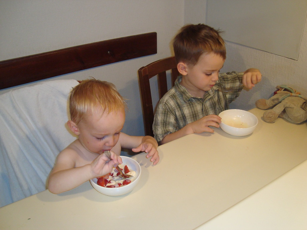 Strawberries & ice-cream for breakfast: holidays rule!
