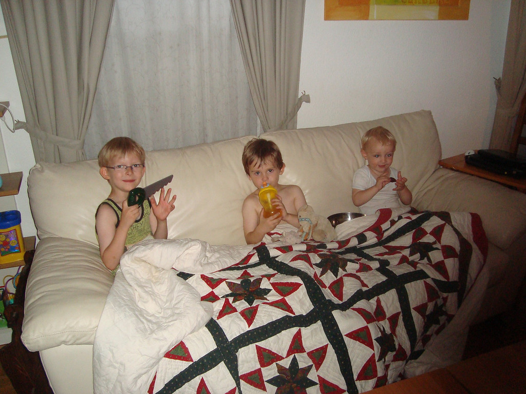 Emilien is probably Jack's best friend. he's the son of his former childminder Isa. He came for Jack's first sleepover to celebrate the end of school & we had a great time - somehow the 3 of them was easier than the 2 of them normally is - probably because emilien is such a sweetheart! This is the boys watching TV after dinner