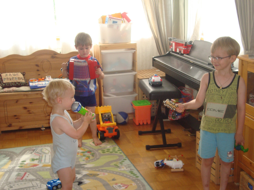 Danny, Jack & Emilien treated us to a nice concert on Sunday morning
