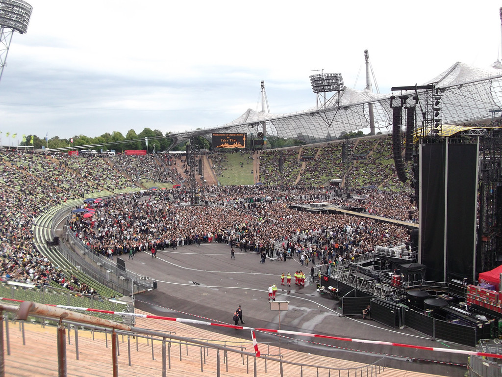 ~70,000 peope for the concert