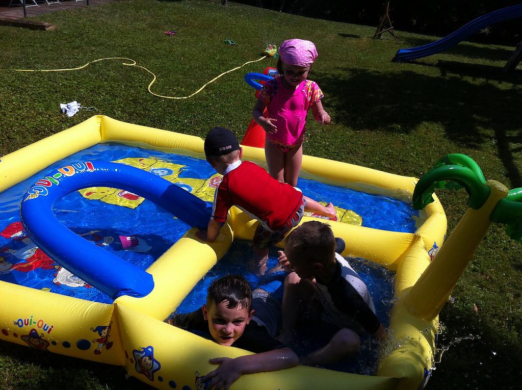 047 4 Kids in a Pool