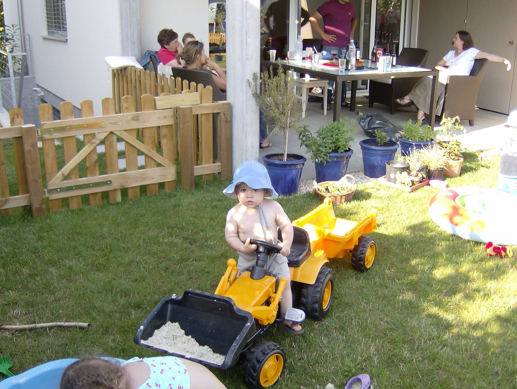 The kiddies all really enjoyed playing on Jamie's tractor!