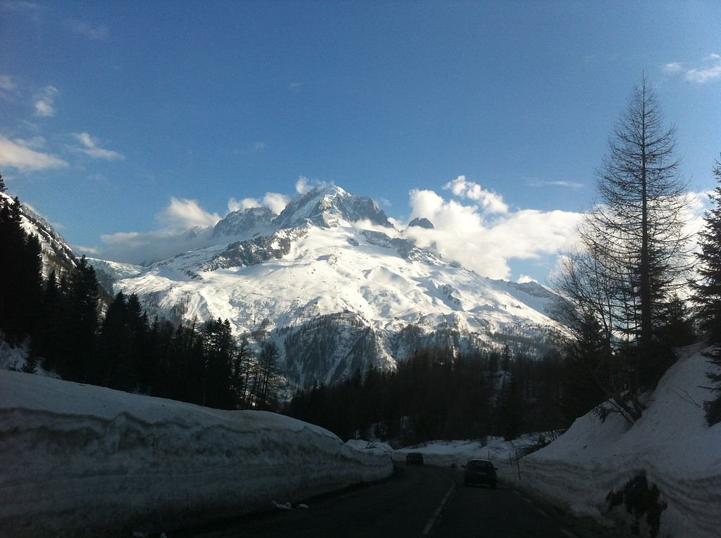 Great view of Grands Montets: you can just ski all over that thing!