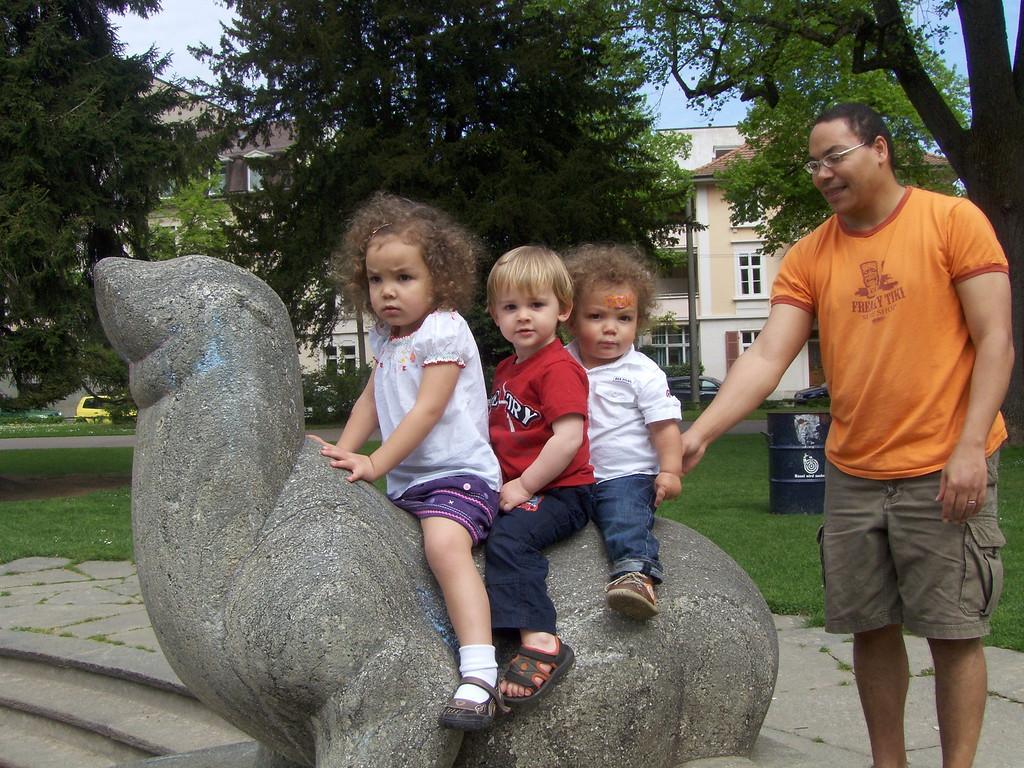 Kaili, Jack & Cullen riding the seal in Schutzenmattpark