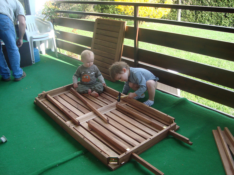 Danny & Jack were both a big help to Mike building our new table for the terrasse