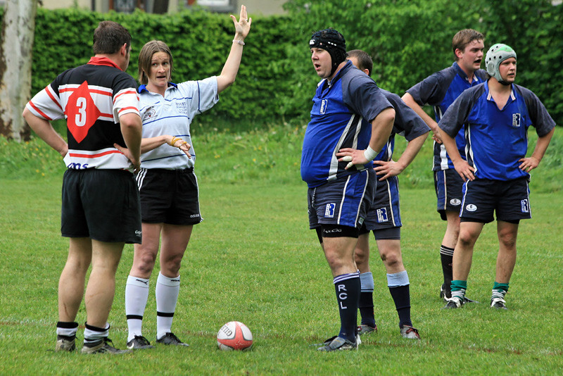 May 1st I reffed my first rugby game for a LONG time: Basel Future Team v. Luzern - my nightmare game as they are both 'my' teams. Really enjoyed it, despite having to give the captains a bit of a talking to here :)