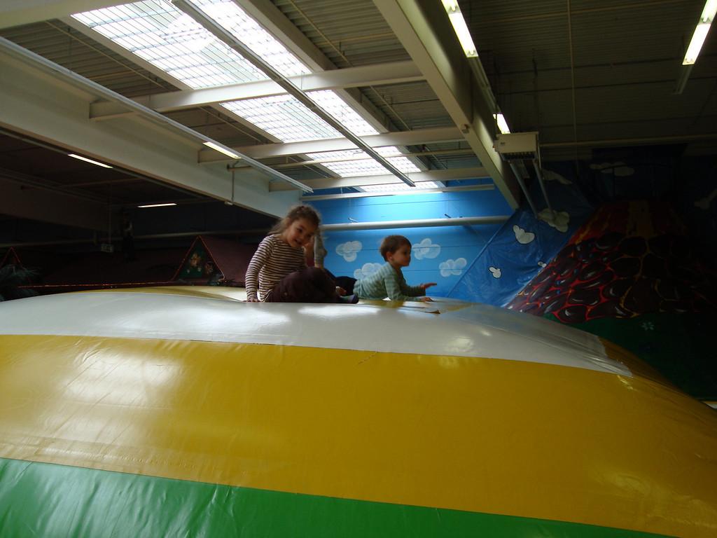 029 kaili & Jack on the Bouncy Hill
